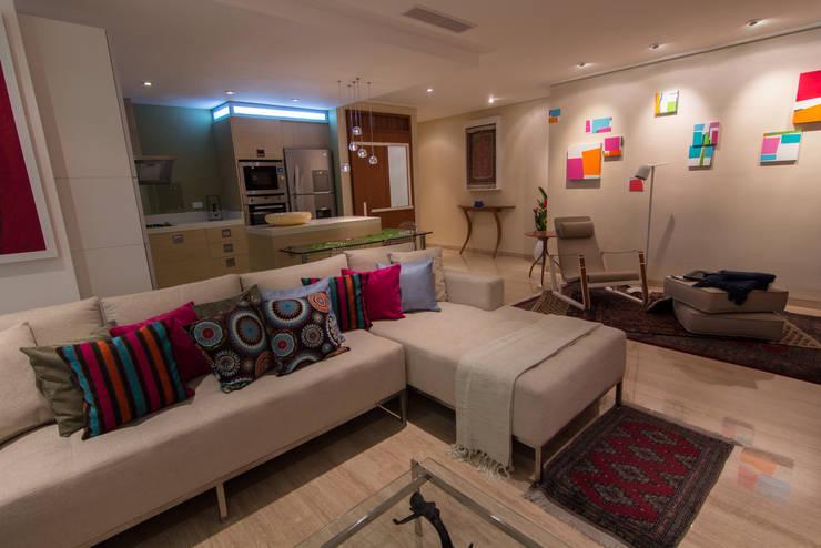 Salas de estilo moderno por TRIBU ESTUDIO CREATIVO