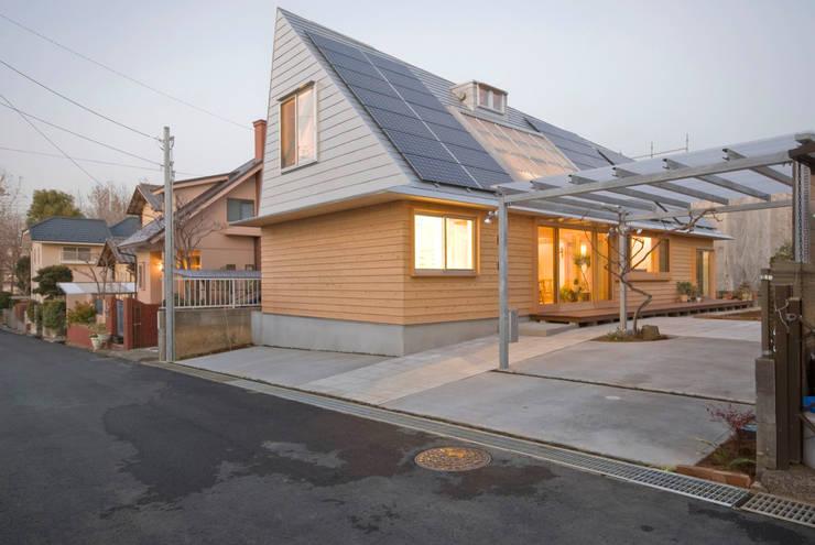 柏の平屋 ねじれ屋根のせ: 千田建築設計が手掛けたtranslation missing: jp.style.家.eclectic家です。