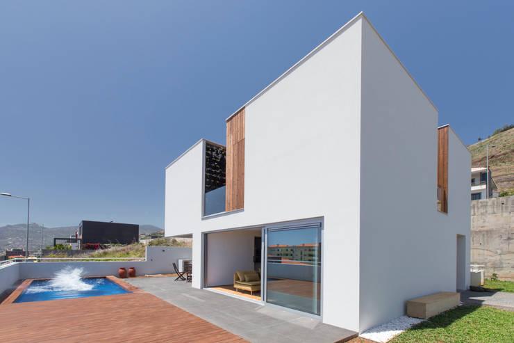 5 fantastiche case moderne con 2 piani for Case modulari con piani interrati