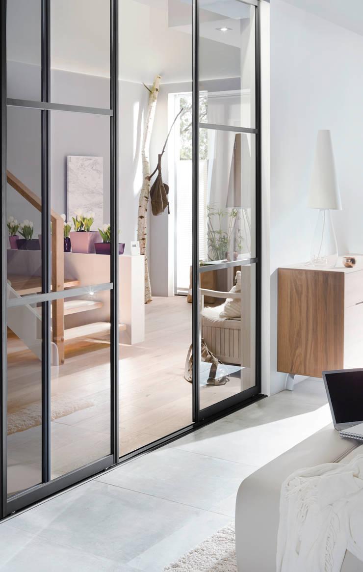ma gefertigte schiebet ren raumteiler von elfa. Black Bedroom Furniture Sets. Home Design Ideas