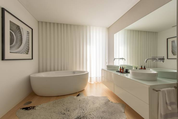 Banheiros modernos por NOZ-MOSCADA INTERIORES