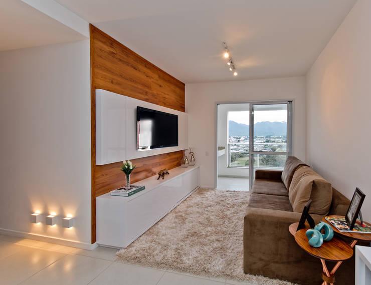 Sala De Estar Y Despacho ~ Salas de estar modernas por Mendonça Pinheiro Interiores