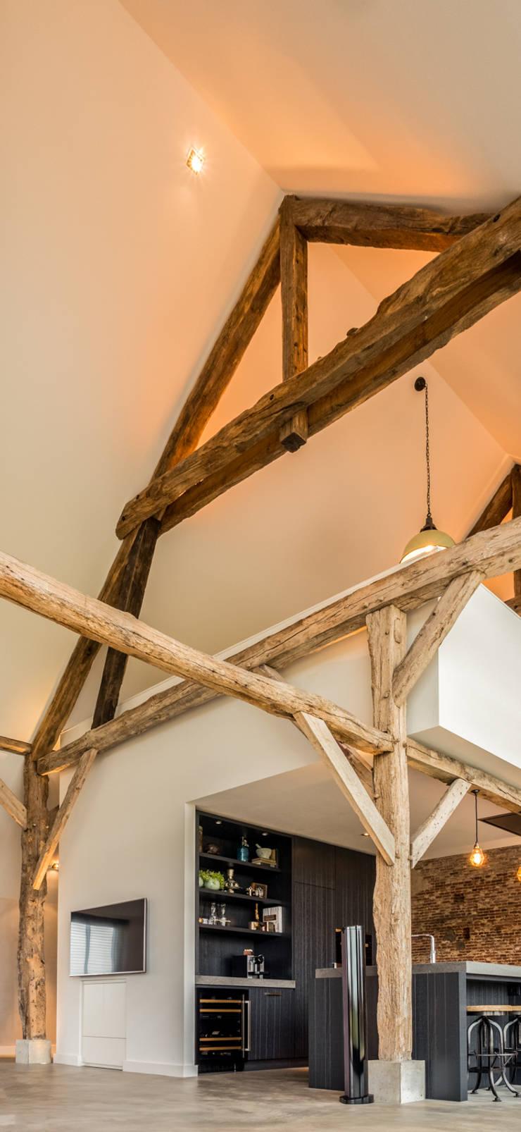 Renovatie sfeervolle woonboerderij met behoud van oude houten ...