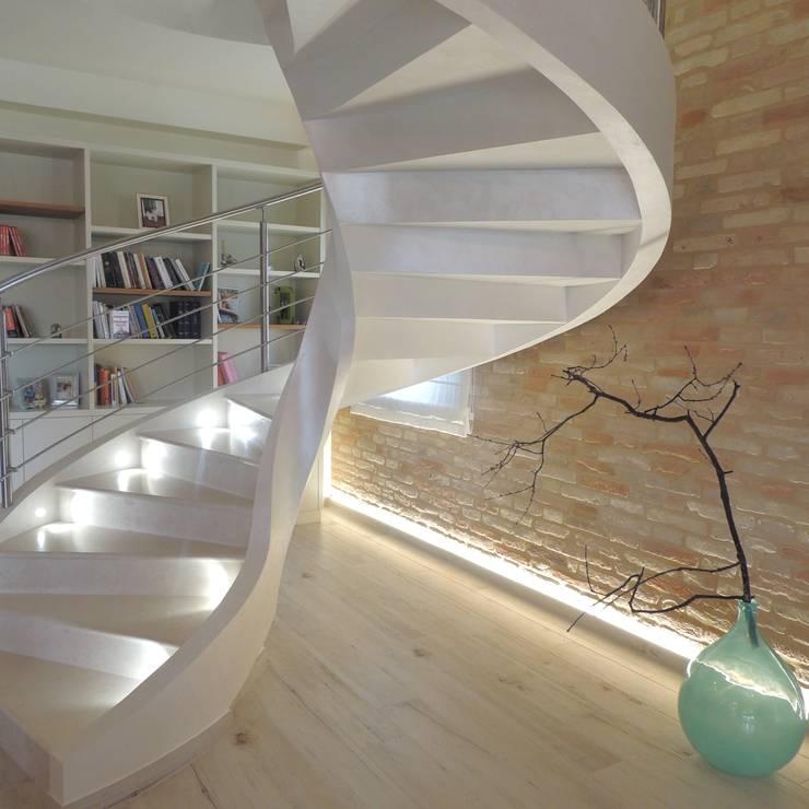 Abitazione ristrutturata in stile rustico moderno di nadia - Illuminazione scale a led ...