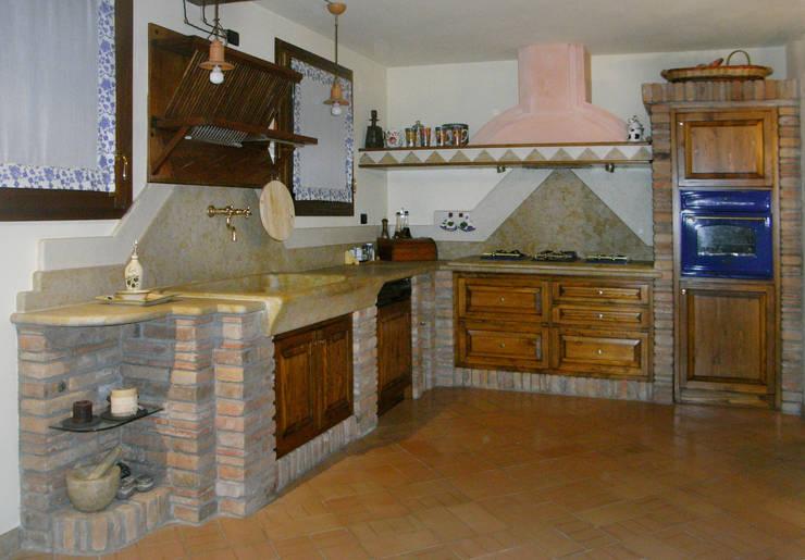 Nostre realizzazioni cucine in muratura taverne di salm caminetti homify - Cucine in stile rustico ...