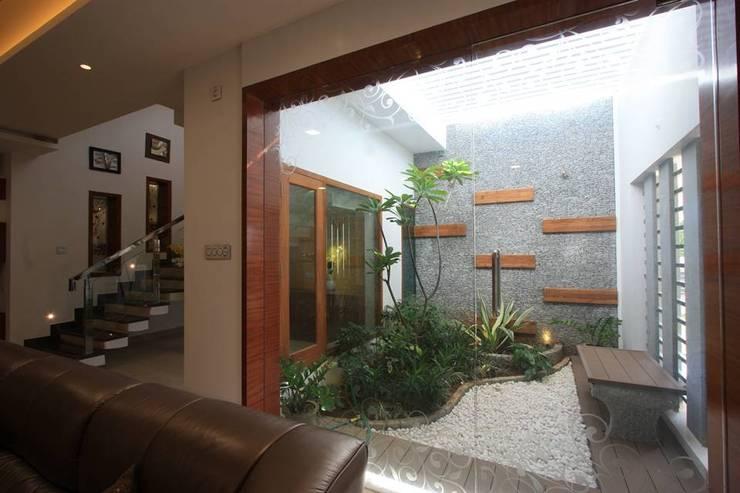 15 jardines interiores perfectos para casas modernas for Jardines pequenos para casas modernas