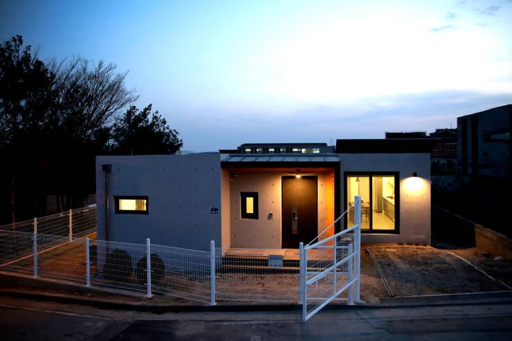 Una casa moderna piccola ma preziosa for Casa moderna ma calda