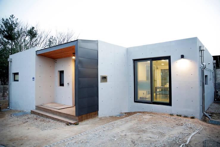 puristisch wohnen im modernen bungalow. Black Bedroom Furniture Sets. Home Design Ideas