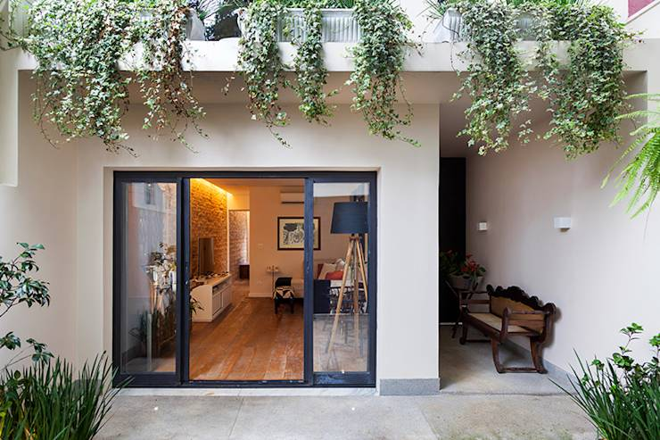 A narrow home with widespread appeal!