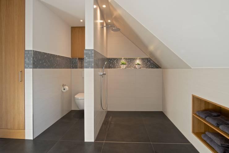 25 bijzondere douches om vrolijk van te worden - Badkamer onder het dak ...