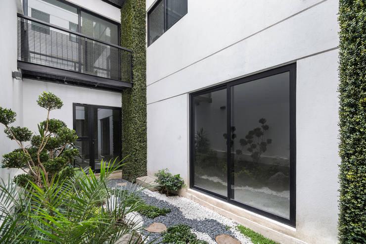 12 jardines modernos que te dejar n con ganas de remodelar for Jardines galileo
