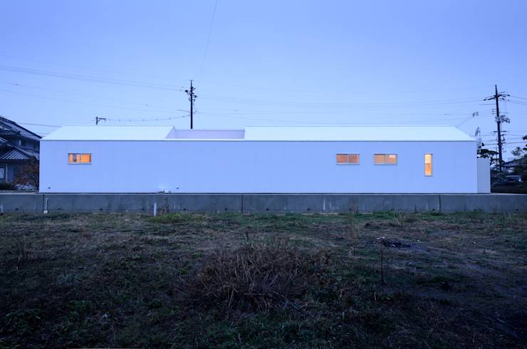 Casas modernas por 風景のある家.LLC