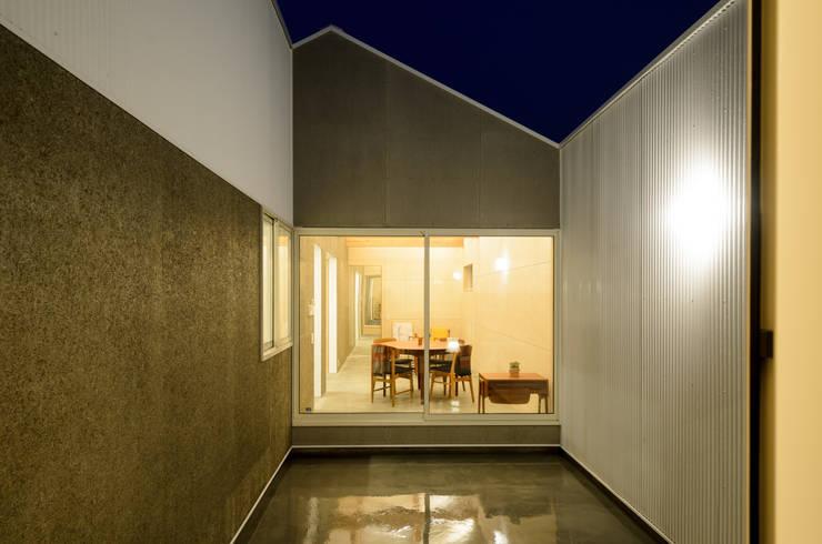 Jardins modernos por 風景のある家.LLC