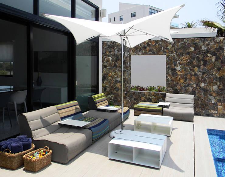Balcone, Veranda & Terrazzo in stile translation missing: it.style.balcone-veranda-terrazzo.eclettico di MAAD arquitectura y diseño