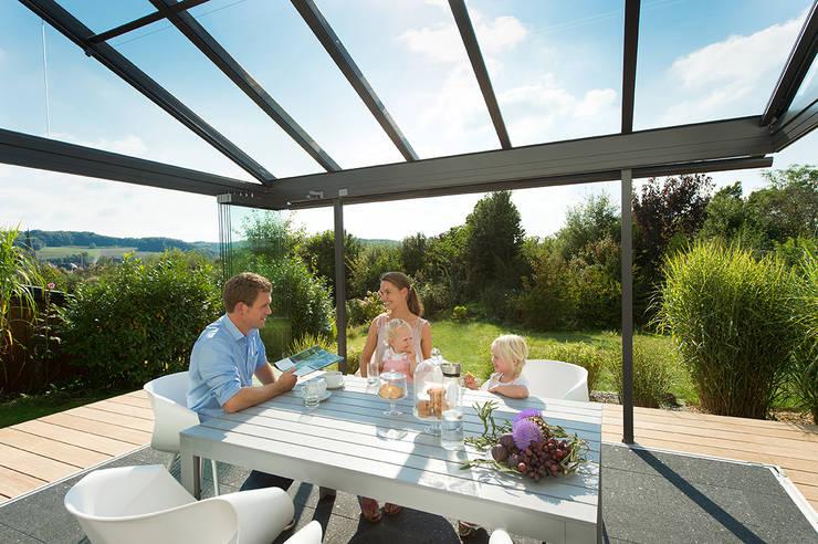 10 berdachte terrassen zum wohlf hlen. Black Bedroom Furniture Sets. Home Design Ideas