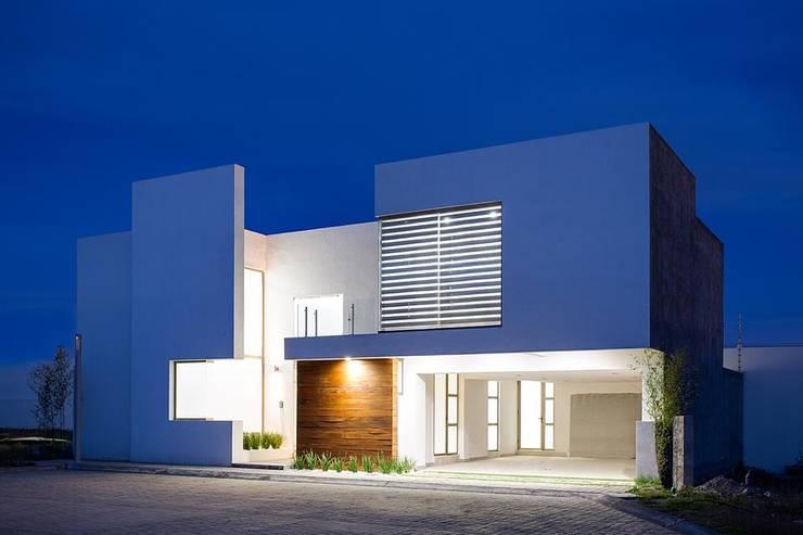 10 fachadas modernas ideales para casas de dos pisos for Fachadas de casas de dos pisos minimalistas