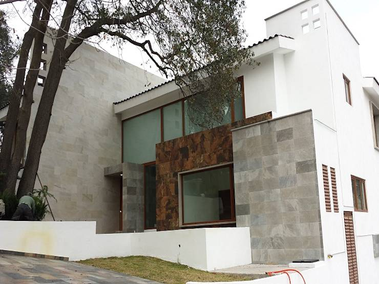 10 dise os de ventanas que har n lucir tu fachada for Las puertas de piedra amazon