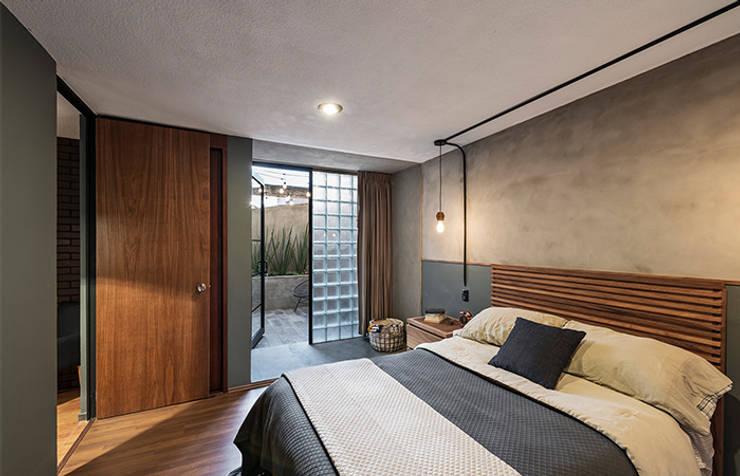 Recámara Prados#2: Recámaras de estilo industrial por MX Taller de Arquitectura & Diseño