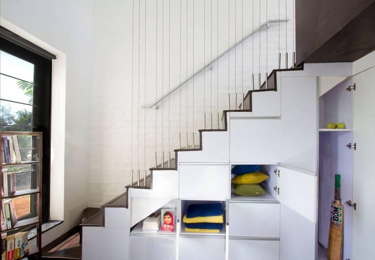 minimalistic Corridor, hallway & stairs by Urban Shaastra Design Studio