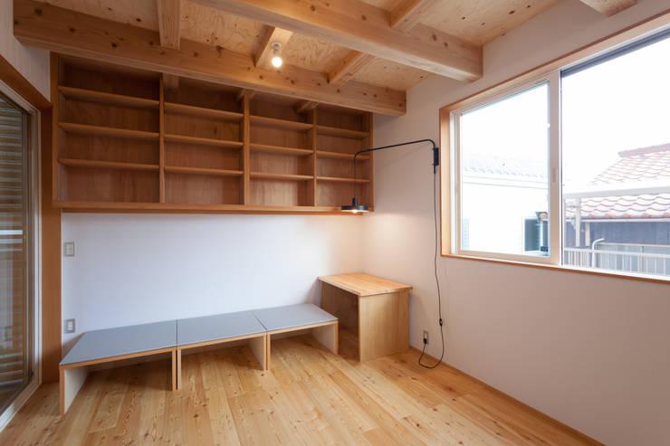 계단으로 작은 공간을 넓게 활용하는 협소주택