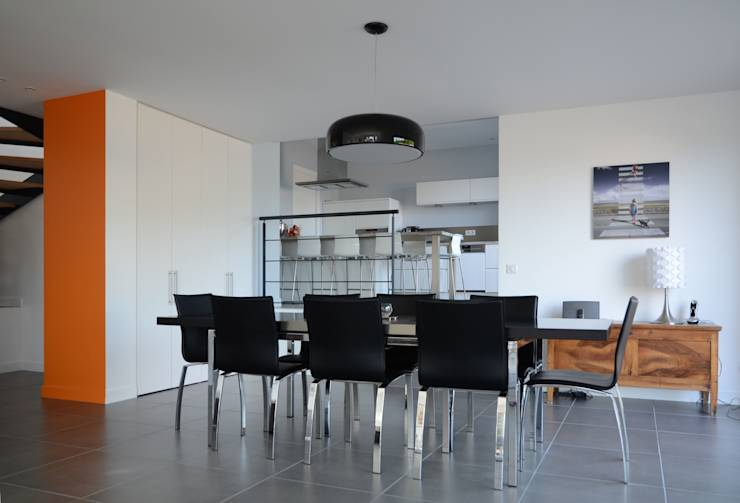 une maison familiale et son int rieur spectaculaire. Black Bedroom Furniture Sets. Home Design Ideas
