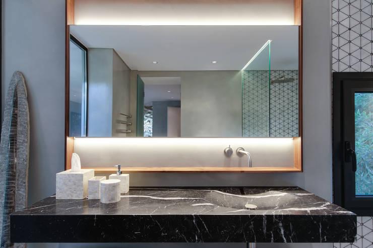Casas de banho modernas por LUV-Architecture & Design