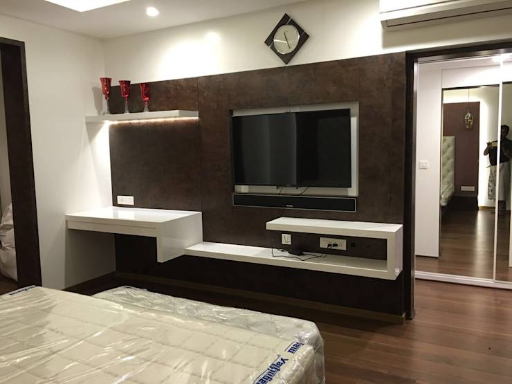 11 fabulous interior 39 s pictures of a bangalore apartment Master bedroom tv wall unit