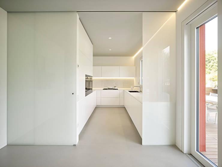 Cocinas de estilo minimalista por Burnazzi  Feltrin  Architects