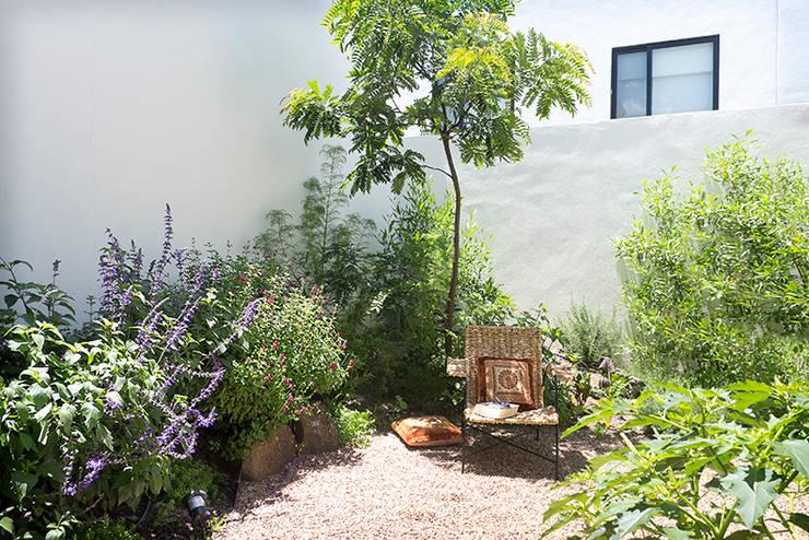 15 jardines bonitos y sencillos que te van a encantar for Antejardines rusticos