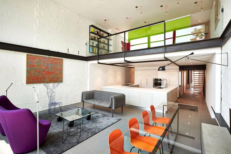translation missing: id.style.ruang-keluarga.modern Ruang Keluarga by KUBE Architecture
