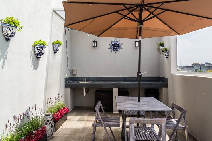 Terrazas de estilo translation missing: pe.style.terrazas.rustico por Erika Winters® Design