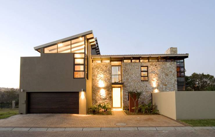 AT WATER'S EDGE: modern Houses by Spiro Couyadis Architects