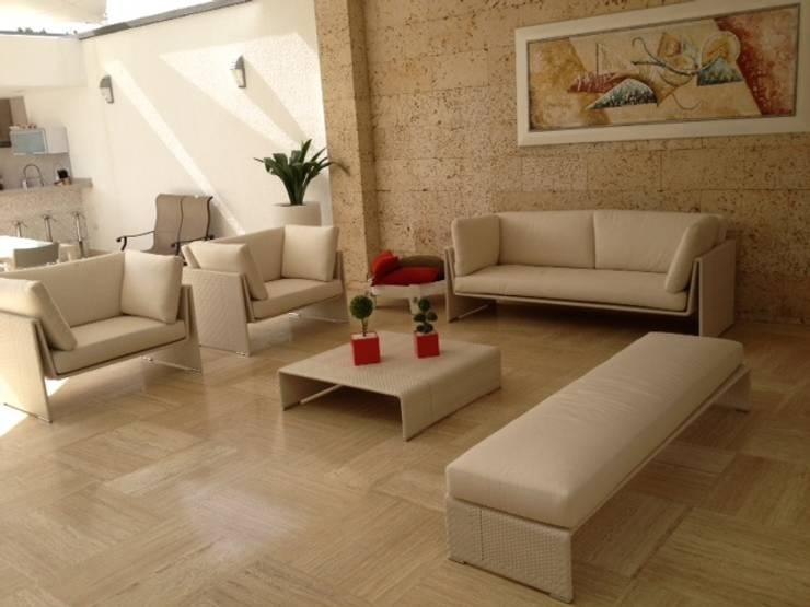 Salas / recibidores de estilo moderno por THE muebles