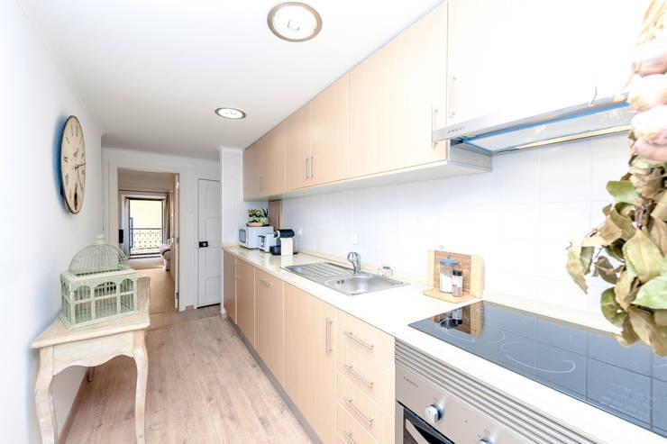Vrolijk ingerichte woning in een mediterraans straatje - Keuken wereld thuis ...