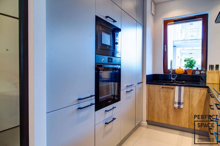 Un appartamento piccolo con lo stile moderno perfetto per - Scomparti segreti in casa ...