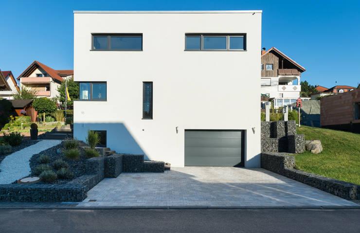 perfektes einfamilienhaus in kubusform. Black Bedroom Furniture Sets. Home Design Ideas