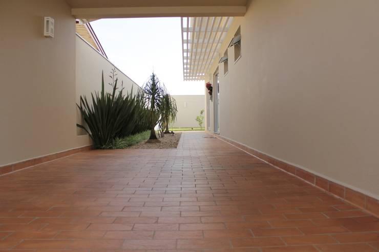 translation missing: tw.style.玄關-走廊與階梯.minimalist 玄關、走廊與階梯 by canatelli arquitetura e design