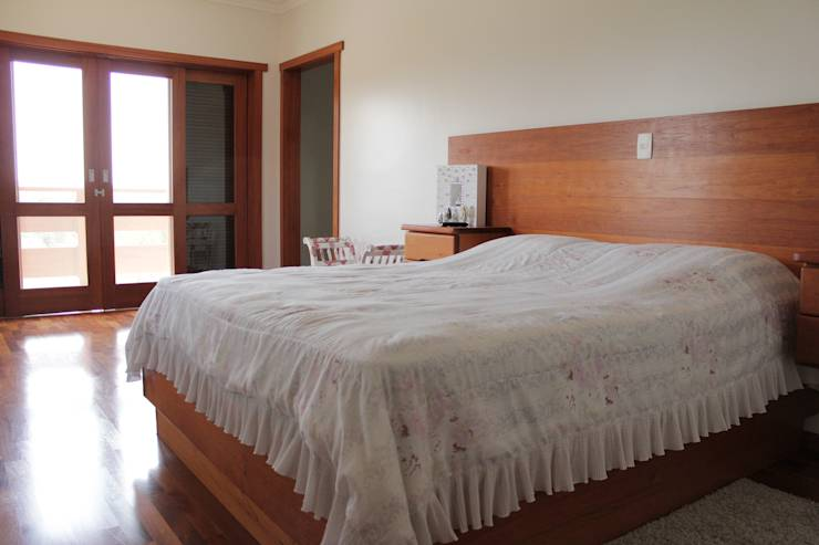 Projekty, translation missing: pl.style.sypialnia.rustykalny Sypialnia zaprojektowane przez canatelli arquitetura e design