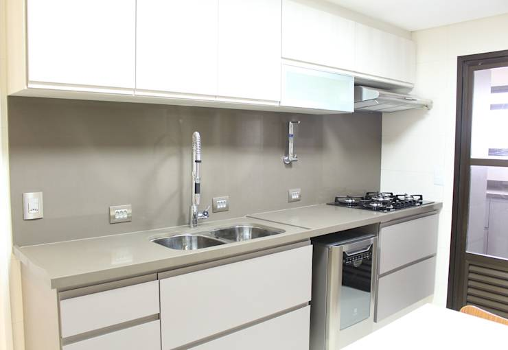 29 cozinhas de que vai gostar se a sua casa for pequena. Black Bedroom Furniture Sets. Home Design Ideas