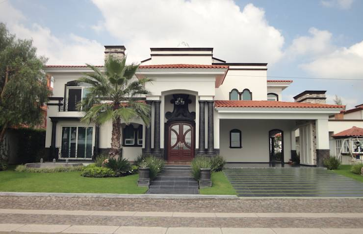 Elegante y llena de estilo esta casa te va a encantar for Fachadas de casas estilo clasico