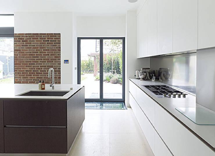 Cocinas de estilo moderno de Elemental Architecture