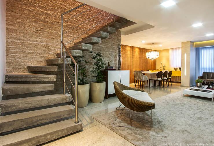 15 escaleras de concreto perfecta para casas modernas for Escaleras en salas