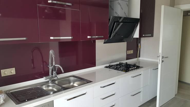 DEKOREVİ İÇ MİMARİ İNŞAAT TURİZM SAN. VE TİC. LTD. ŞTİ. - mutfak dolabı polimeric laminant: modern tarz Mutfak