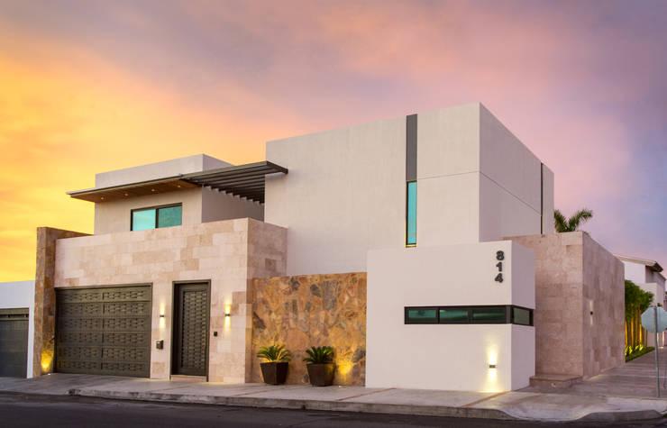 32 double storey facades to see before you renovate for Fachadas de casas con porton