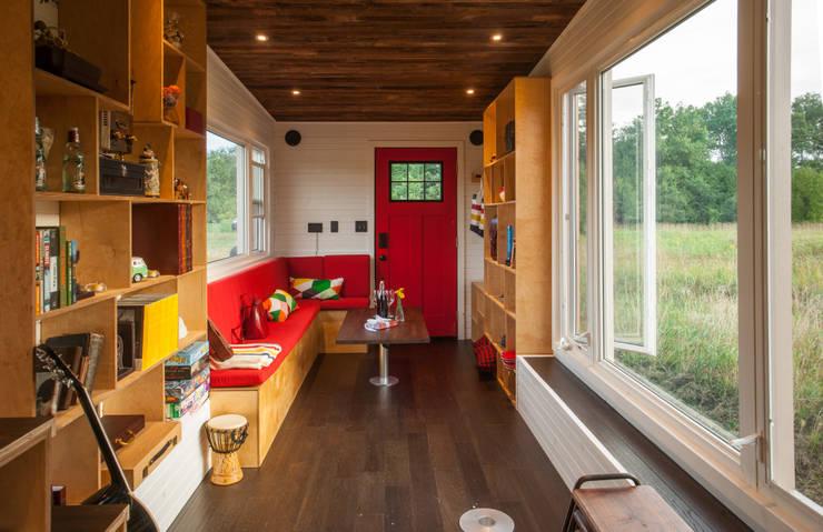 minimalistic Living room by Greenmoxie Magazine