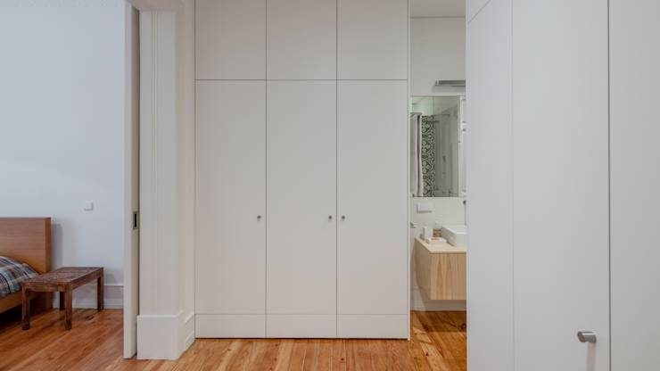 Quarto de vestir | Walking closet: Closets minimalistas por FMO ARCHITECTURE