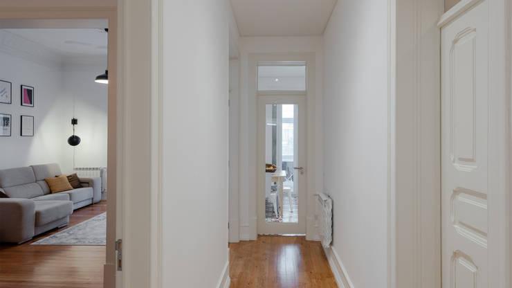 Corredor | Corridor: Corredores, halls e escadas minimalistas por FMO ARCHITECTURE