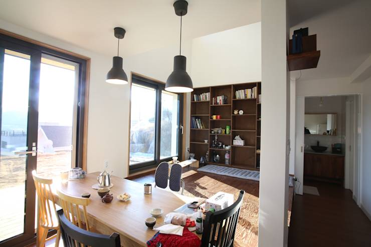 따뜻한 일상을 담아내는 다채로운 공간이 돋보이는 집