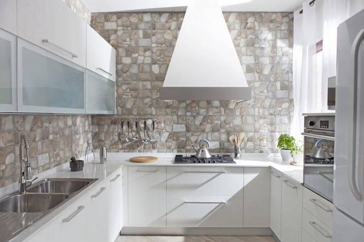 8 cucine che non si accontentano delle solite pareti in bianco for Mobili stile contemporaneo moderno
