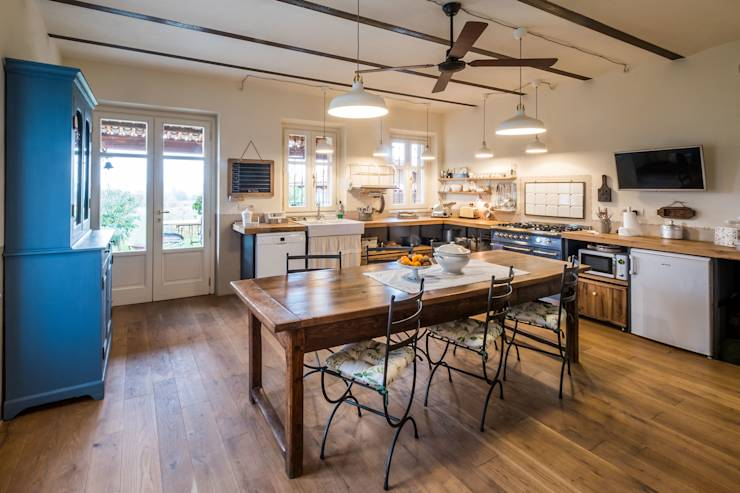 Una casa normale fuori ma sensazionale dentro - Cucina falegname ...